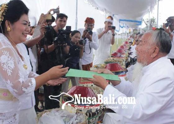 Nusabali.com - 243-sulinggih-di-karangasem-dapat-bantuan-atm-rp-500000-per-bulan
