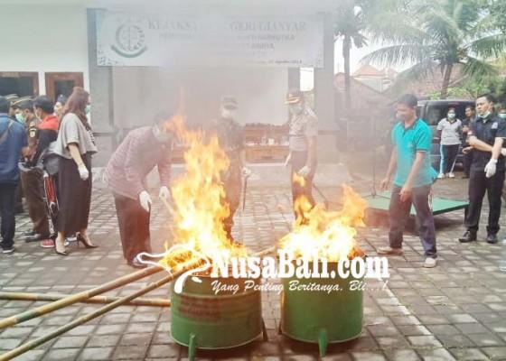 Nusabali.com - kejari-gianyar-musnahkan-barang-bukti