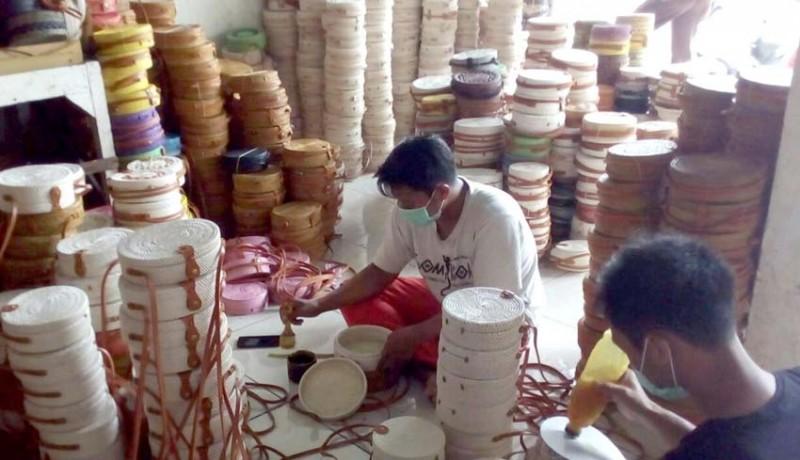 www.nusabali.com-kerajinan-tas-roda-dari-lombok