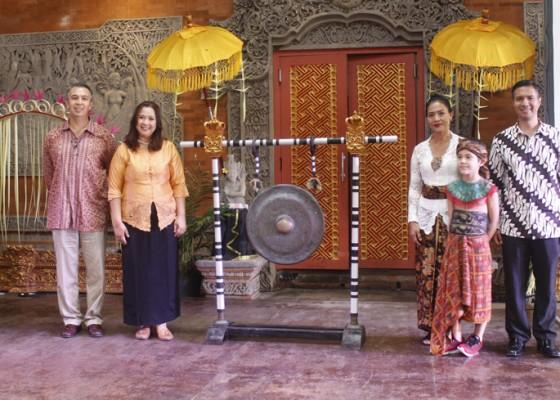 Nusabali.com - pegiat-budaya-dan-idnu-galang-dana-untuk-puri-anyar-kerambitan