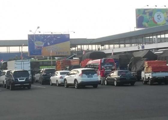 Nusabali.com - angin-kencang-pelabuhan-ditutup-3-jam