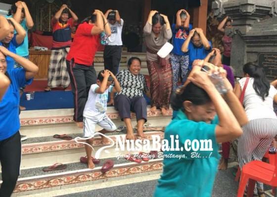 Nusabali.com - gempa-puluhan-lansia-berhamburan-sambil-tutupi-kepala