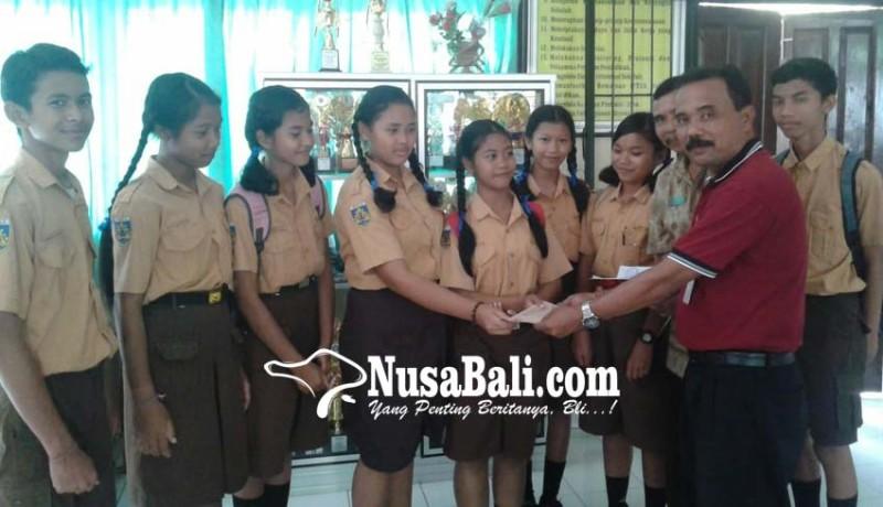 www.nusabali.com-smpn-1-banjarangkan-sumbang-korban-gempa-lombok