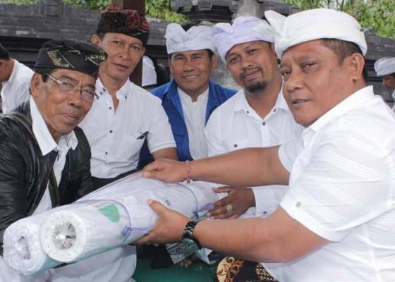 Nusabali.com - nasdem-ngayah-di-pura-penataran-agung