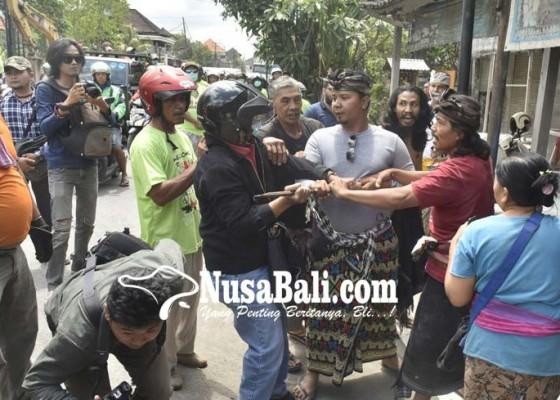 Nusabali.com - rumahnya-dieksekusi-pemilik-minta-ditembak-mati