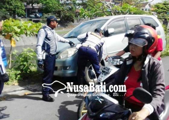 Nusabali.com - parkir-sembarangan-pentil-ban-dicabut
