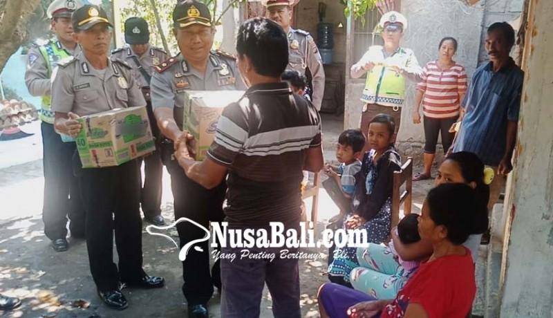 www.nusabali.com-polsek-gerokgak-bantu-pengungsi-lombok