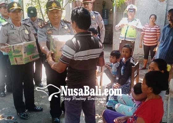 Nusabali.com - polsek-gerokgak-bantu-pengungsi-lombok