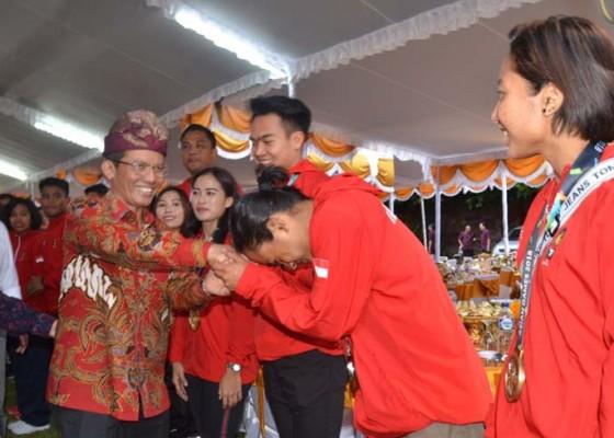 Nusabali.com - pahlawan-asian-games-dijamu-penjabat-gubernur-di-jaya-sabha