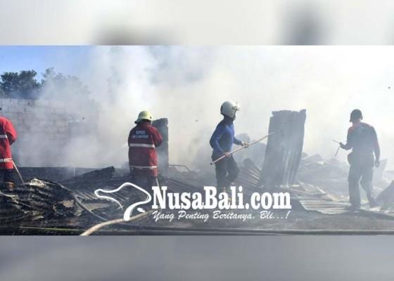 Nusabali.com - gudang-rongsokan-milik-pemulung-terbakar
