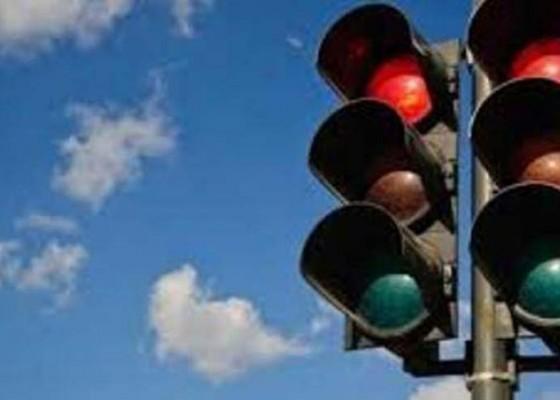 Nusabali.com - traffic-light-mati-pengendara-hati-hati
