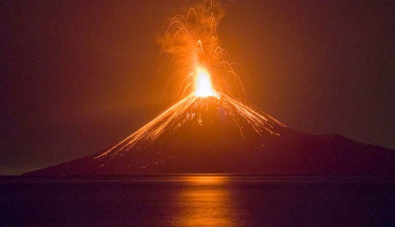 www.nusabali.com-erupsi-gunung-anak-krakatau