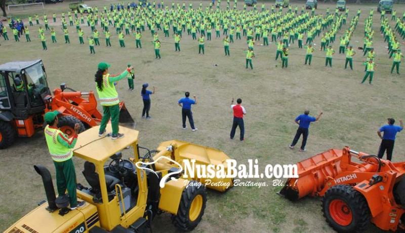 www.nusabali.com-ratusan-pegawai-senam-dayung-ala-jokowi