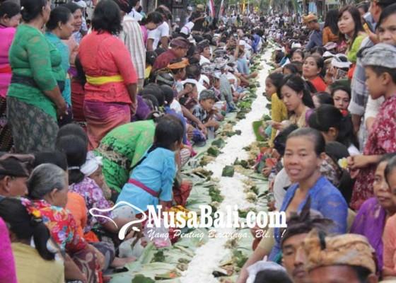 Nusabali.com - diakhiri-magibung-700-meter-libatkan-13017-krama-dari-11-banjar