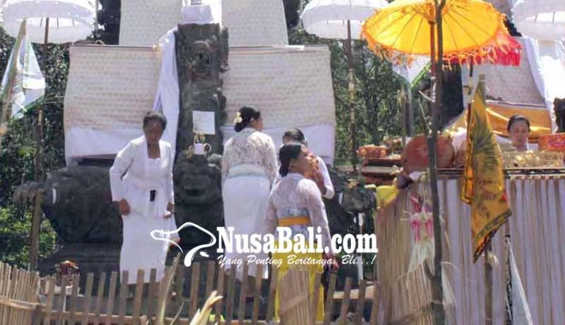 www.nusabali.com-tilem-kapat-mlaspas-di-pura-penataran-agung-nangka