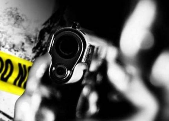 Nusabali.com - nyaris-terkena-peluru-nyasar