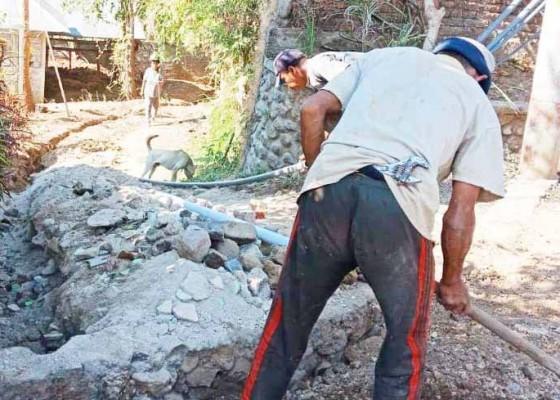Nusabali.com - atasi-krisis-air-bersih-desa-kutuh-bangun-jaringan