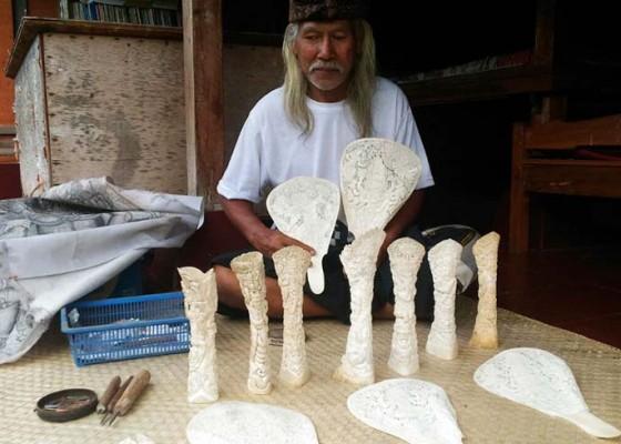 Nusabali.com - kerajinan-kipas-tulang-kian-langka