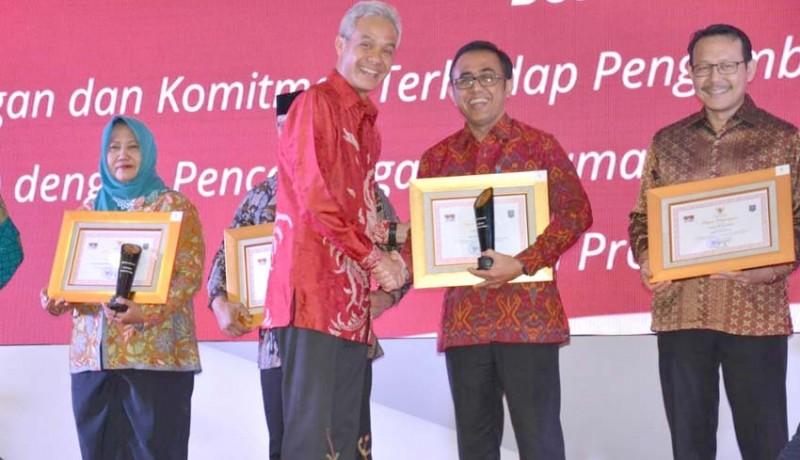 www.nusabali.com-pemkot-denpasar-terima-penghargaan-dukcapil-hebat