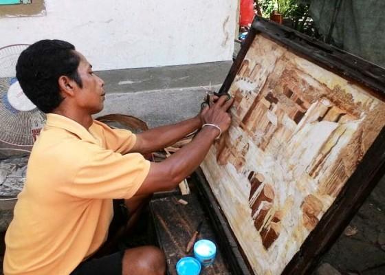 Nusabali.com - kantongi-hak-paten-lukisan-medium-pelepah-pisang
