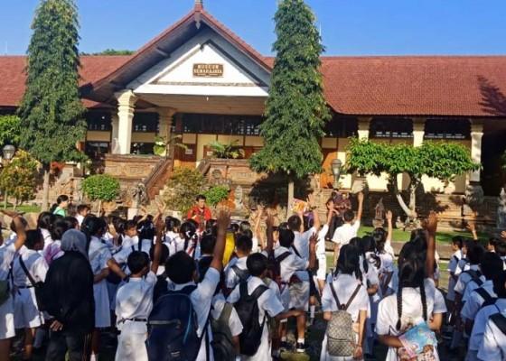 Nusabali.com - pelajar-makin-tertarik-kunjungi-museum-semarajaya