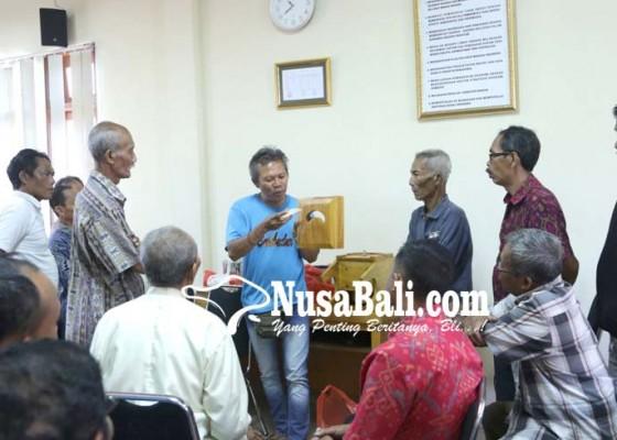 Nusabali.com - lansia-dibantu-mesin-rajang