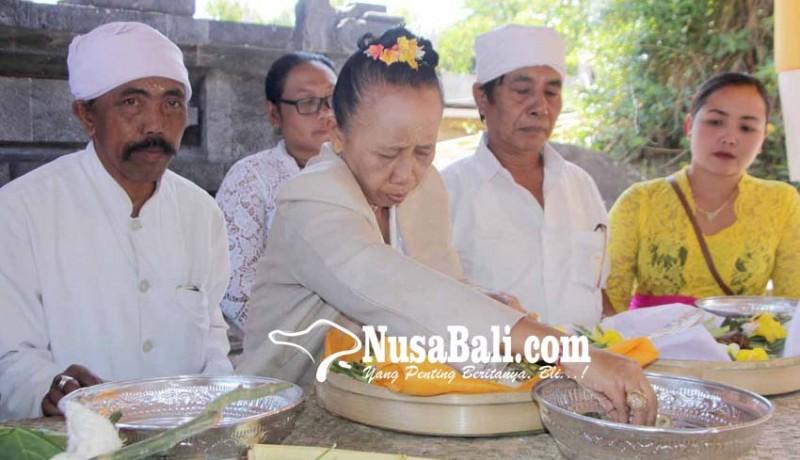 www.nusabali.com-karya-negtegang-daging-di-pura-lempuyang