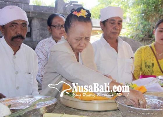 Nusabali.com - karya-negtegang-daging-di-pura-lempuyang
