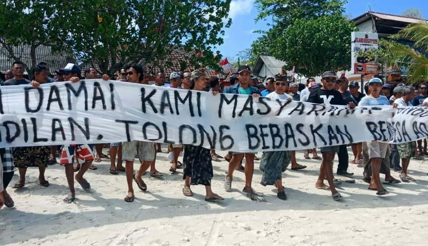 www.nusabali.com-bendesa-ditahan-krama-jungut-batu-demo