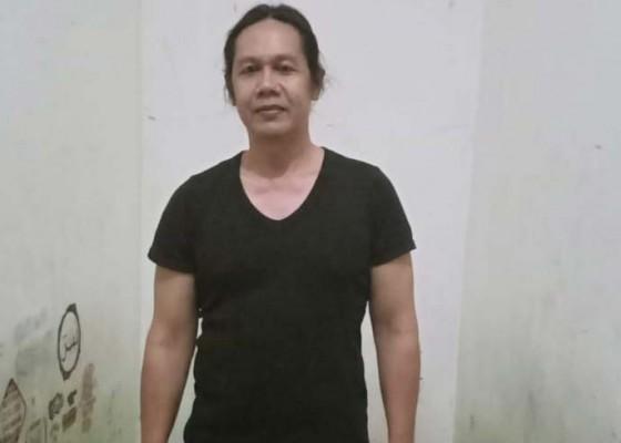 Nusabali.com - bendesa-ditahan-krama-jungut-batu-demo