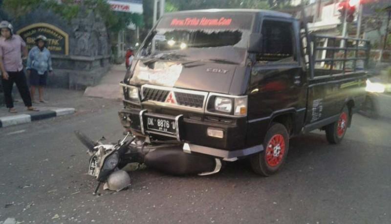 www.nusabali.com-pick-up-vs-sepeda-motor-mecaplagan-di-simpang-petak