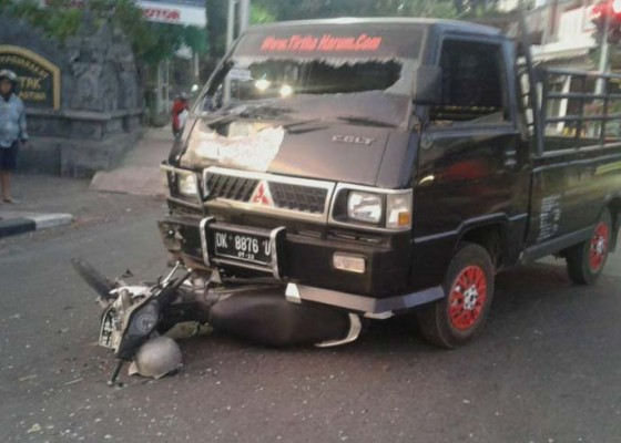 Nusabali.com - pick-up-vs-sepeda-motor-mecaplagan-di-simpang-petak