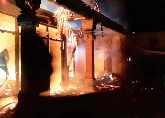 Nusabali.com - korsleting-listrik-rumah-dan-warung-terbakar