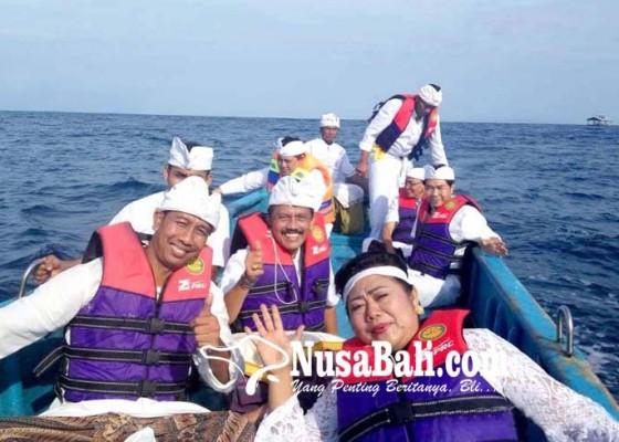 Nusabali.com - bupati-nekat-mulang-pakelem-ke-laut