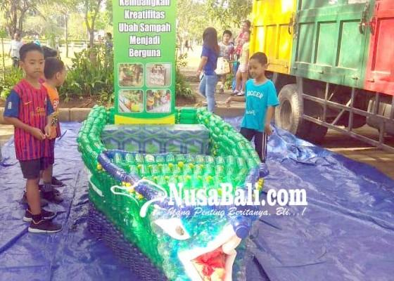 Nusabali.com - perahu-berbahan-botol-plastik-ikut-dipamerkan