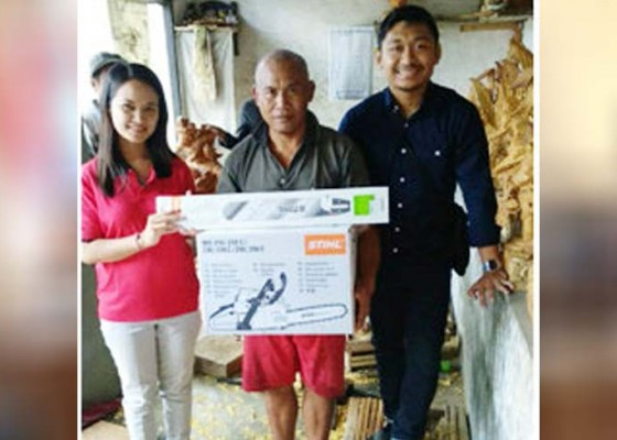Nusabali.com - pendampingan-peningkatan-kapasitas-produksi-pengrajin-usaha-patung-garuda-di-desa-pakudui
