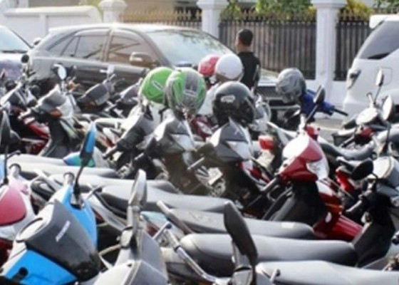 Nusabali.com - hari-ini-pemilik-uang-elektronik-bayar-parkir-hanya-rp-179