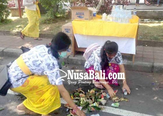 Nusabali.com - siswa-sman-1-amlapura-pungut-sampah
