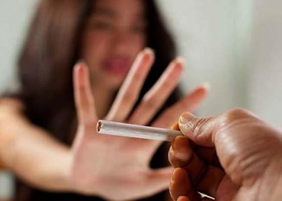 Nusabali.com - penjualan-rokok-turun-55-persen