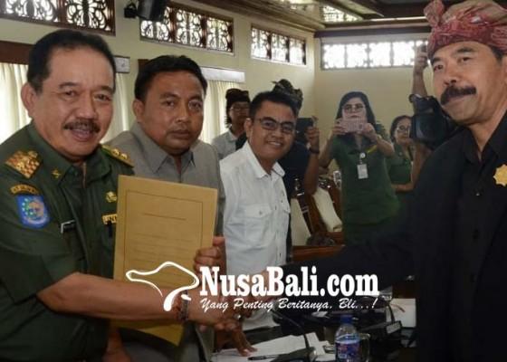 Nusabali.com - bikin-pergub-cegah-turis-naik-palinggih