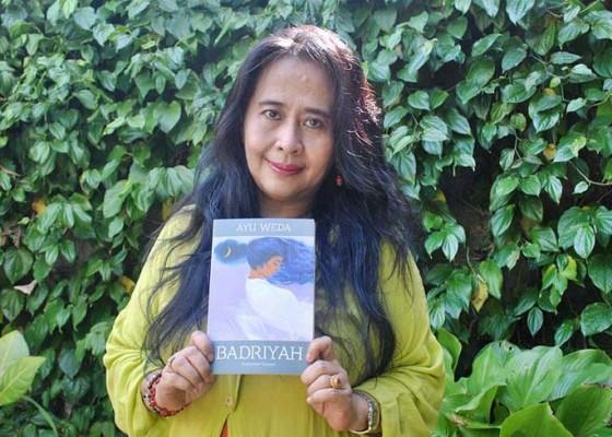 Nusabali.com - ayu-weda-lady-rocker-yang-kini-menulis-cerita