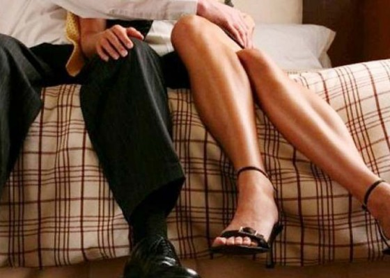 Nusabali.com - ditinggal-kawin-lagi-istri-polisikan-suami