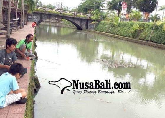 Nusabali.com - mancing-di-kolam-gkbk-jembrana