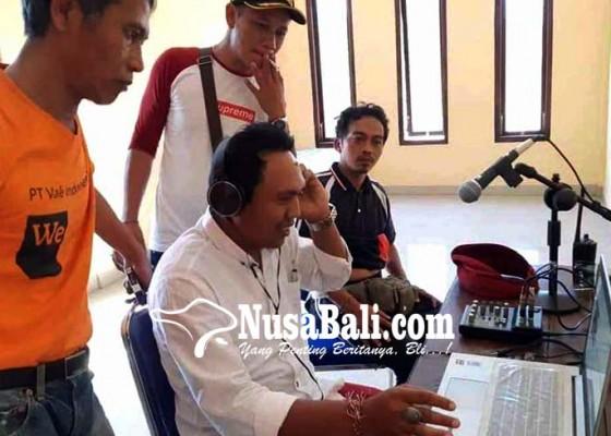 Nusabali.com - desa-ban-edukasi-warga-lewat-radio-fm