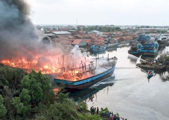 Nusabali.com - kebakaran-kapal-pekalongan