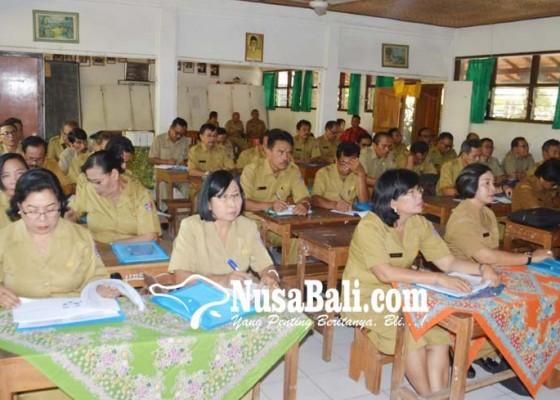 Nusabali.com - lulusan-smk-harus-siap-merantau
