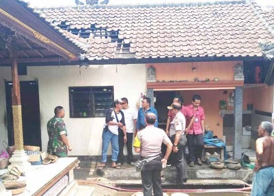 Nusabali.com - konsleting-gudang-kayu-terbakar
