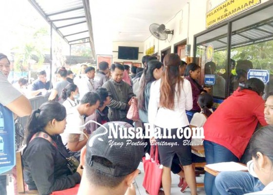 Nusabali.com - jelang-pendaftaran-cpns-pencari-skck-membeludak