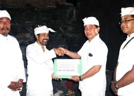 Nusabali.com - bupati-suwirta-serahkan-bantuan-gempa-lombok