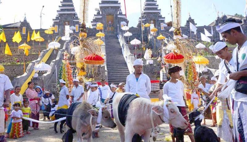 www.nusabali.com-ritual-mapepada-digelar-sebelum-puncak-karya